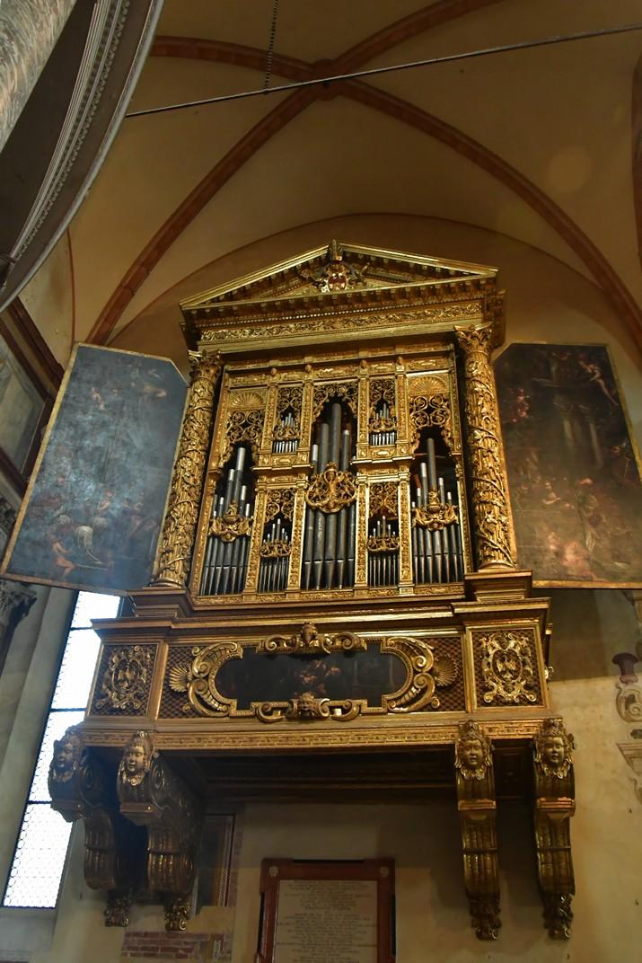 Orgue dret de la Catedral de Santa Maria Assumpta de Verona