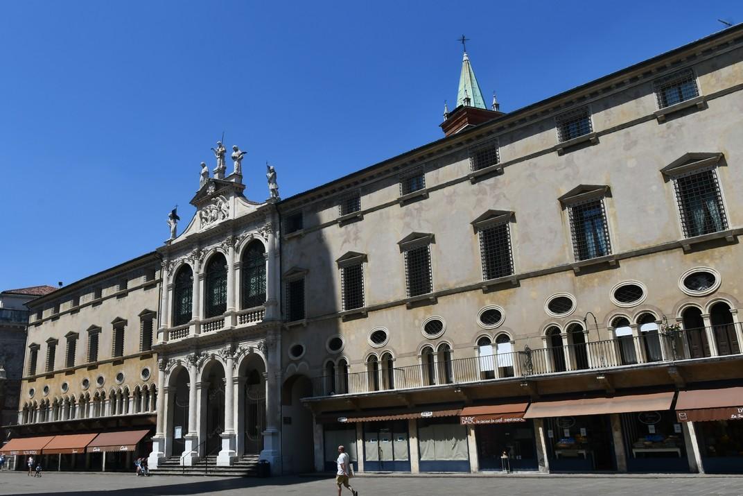 Palau del Mont de Pietat / Església de Sant Vicenç de Vicenza