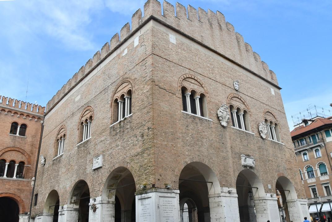 Palau dels Tres-cents de Treviso