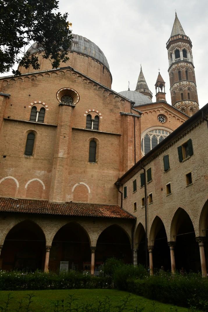 Pati del claustre del Capítol de la Basílica de Sant Antoni de Pàdua