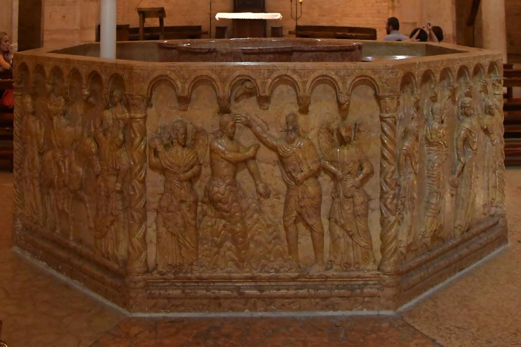 Pica baptismal de l'església de Sant Joan de la Font del conjunt catedralici de la Catedral de Verona