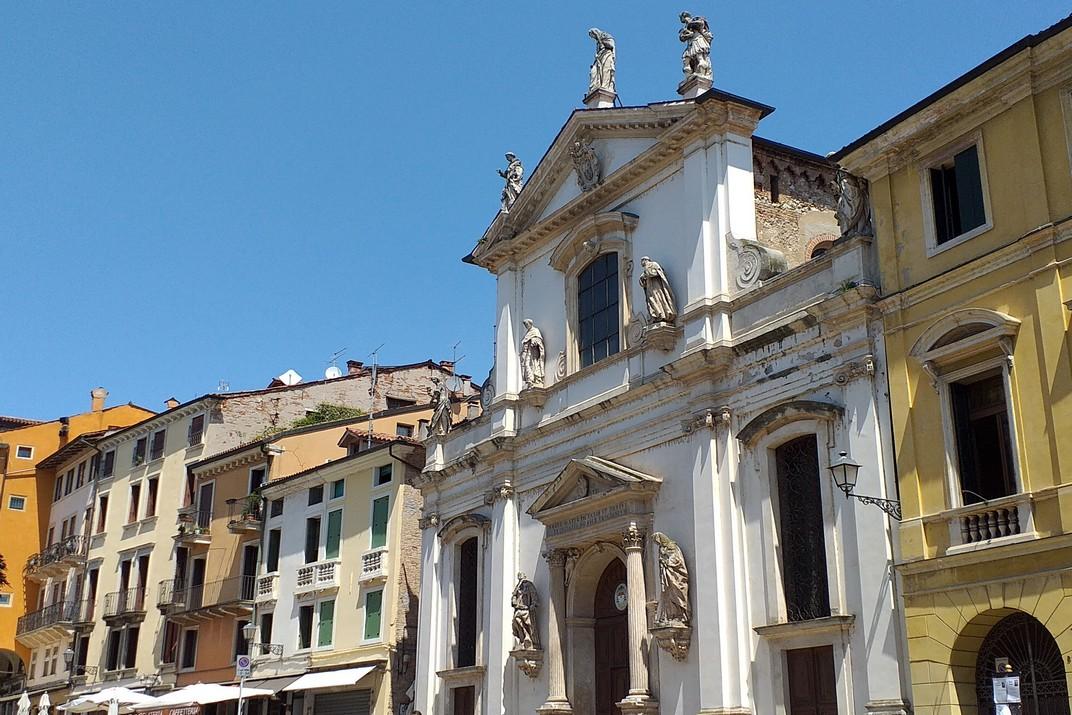 Plaça Biade i església de Santa Maria dels Servents de Vicenza
