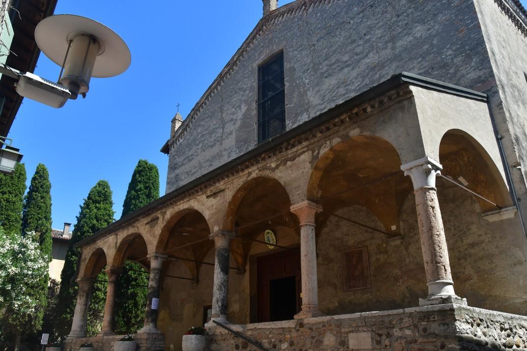 Pòrtic de l'església de Santa Maria Major de Sirmione de Garda