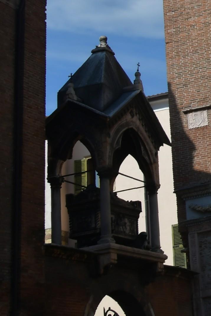 Sarcòfag de la plaça de la Basílica de Santa Anastàsia de Verona