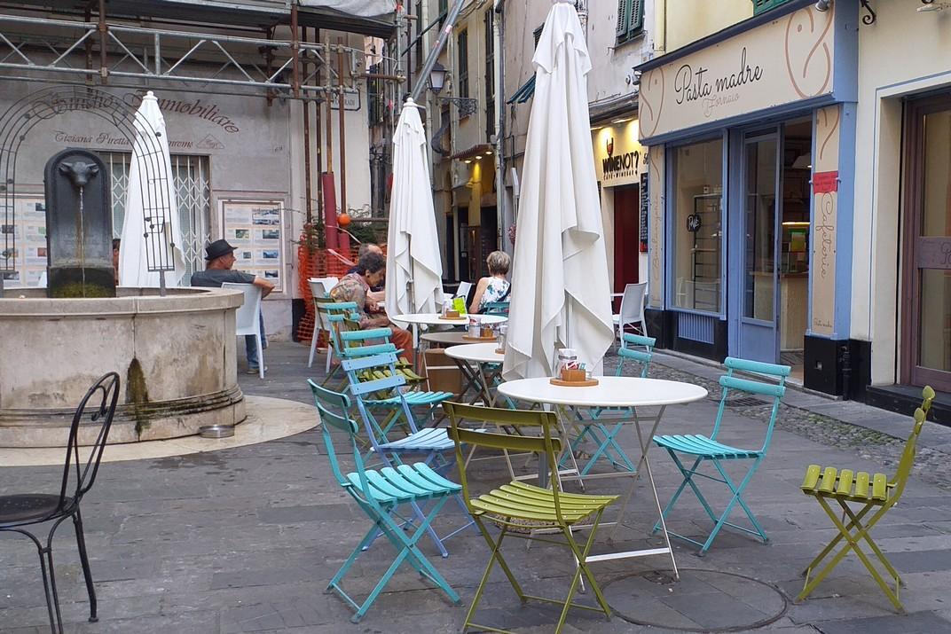 Terrasses del barri de la Catedral de San Siro de Sanremo