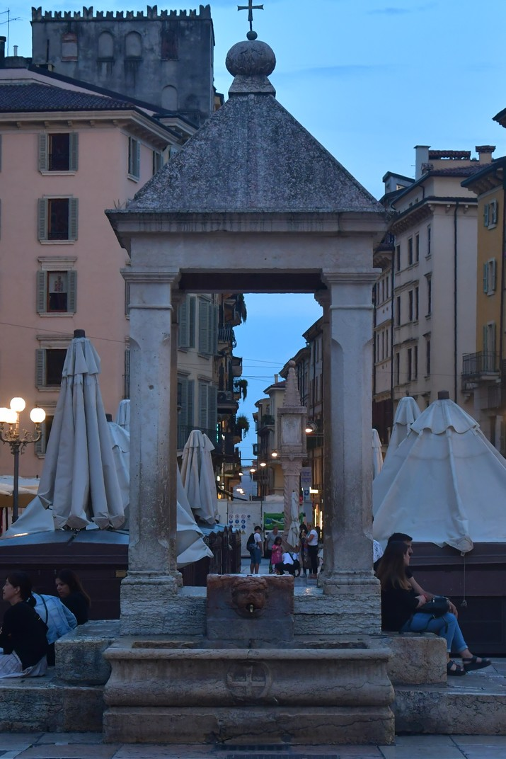 Tribuna de la plaça Erbe de Verona