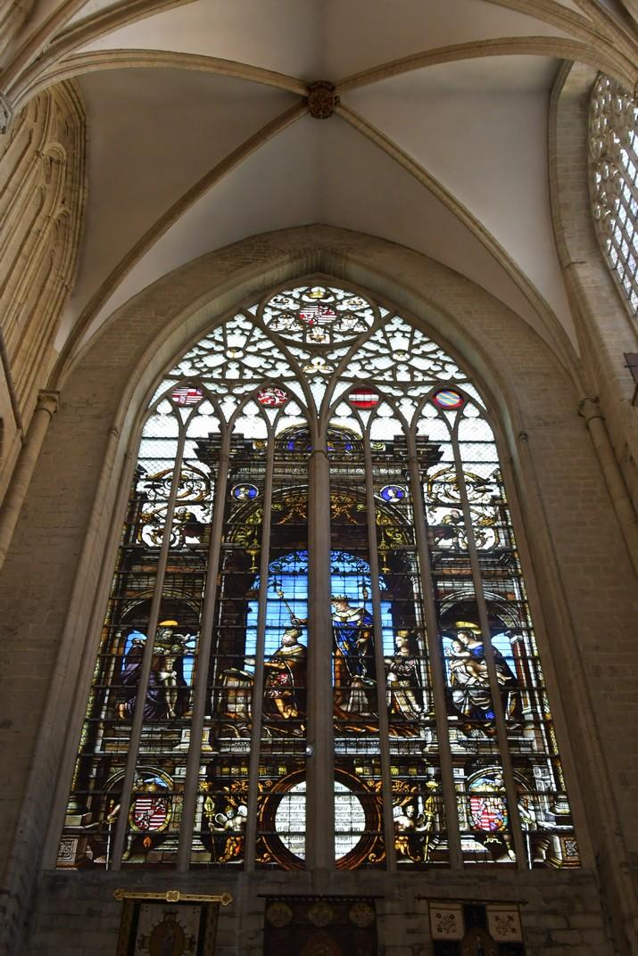 Vitrall de Maria d'Hongria del costat sud del transsepte de la Catedral de Brussel·les