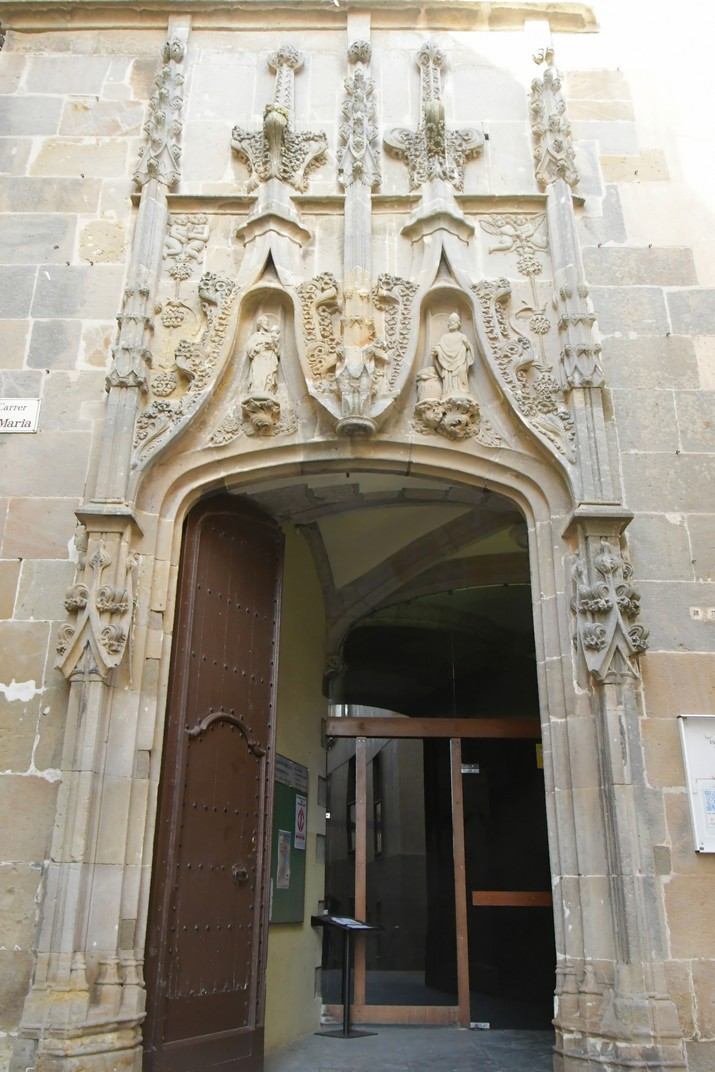 Pòrtic lateral de l'església de Santa Maria de Palamós