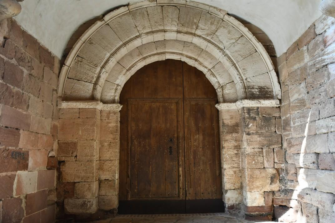 Porta falsa de l'església de Santa Maria la Major de Prades