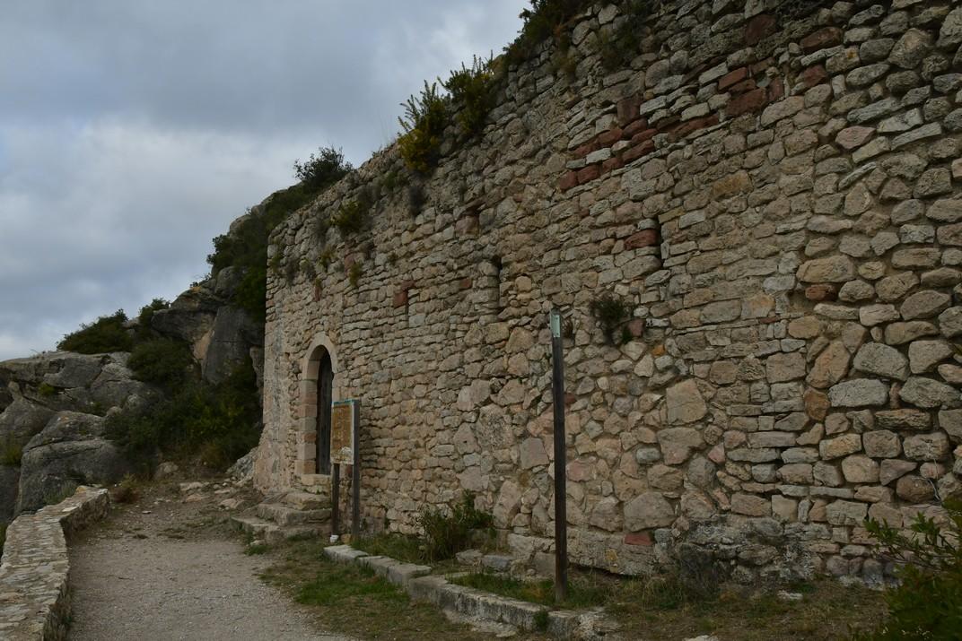 Façana de l'església Vella de Sant Miquel del Montmell