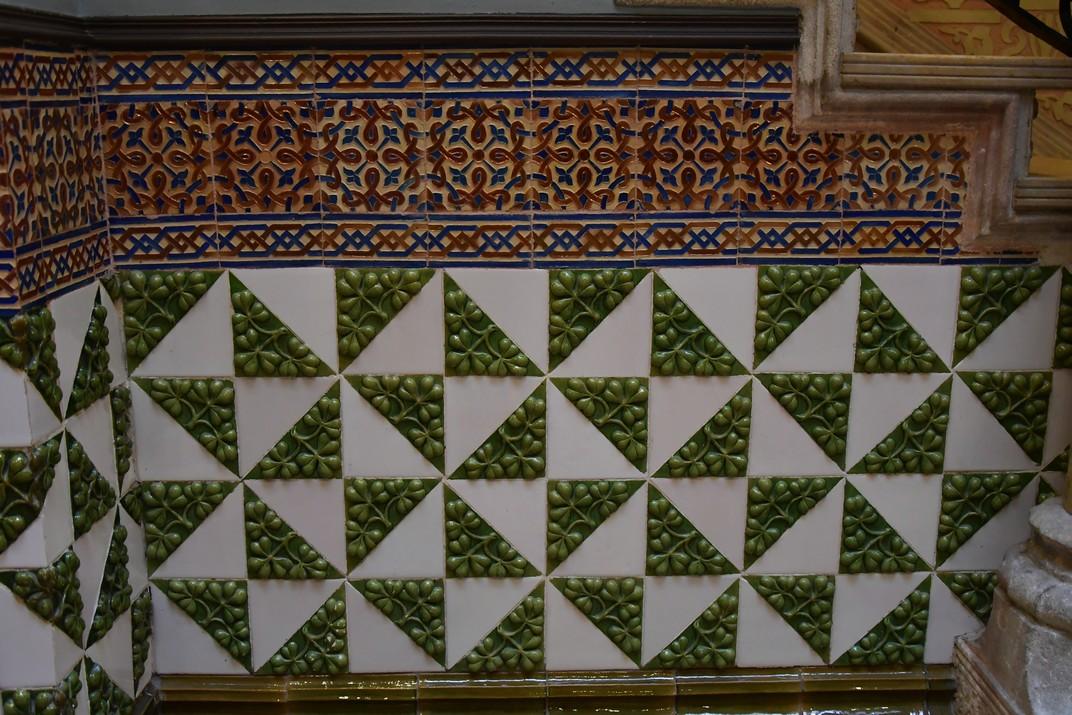 Baixos de ceràmica de la Casa Coll i Regàs de Mataró