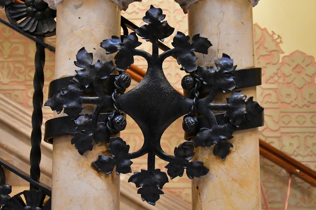 Decoració de motius vegetals de la Casa Coll i Regàs de Mataró
