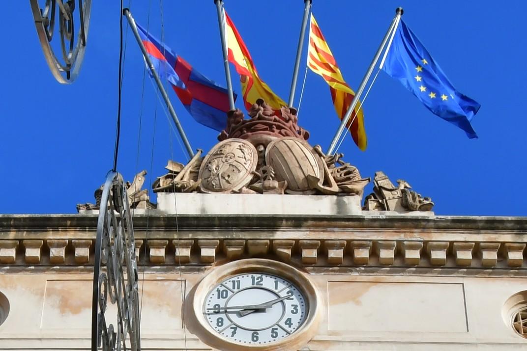 Escuts i corona de la Casa de la Ciutat de Mataró