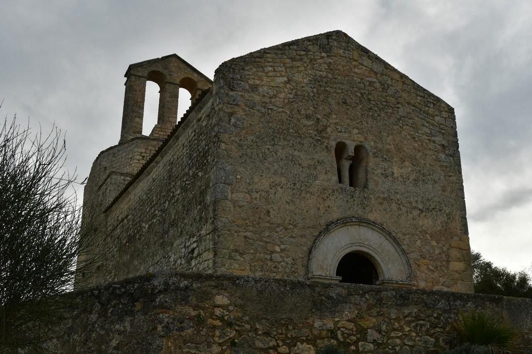 Façana de ponent de l'església de Sant Miquel d'Olèrdola