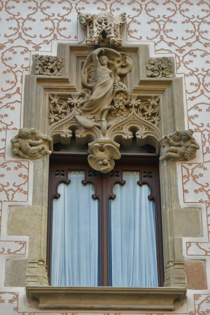 Finestres superiors de la Casa Coll i Regàs de Mataró