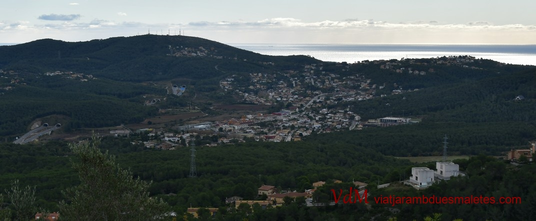 Massís del Garraf i Mediterrani des d'Olèrdola