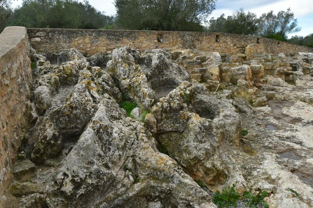 Necròpolis de l'església de Sant Miquel d'Olèrdola