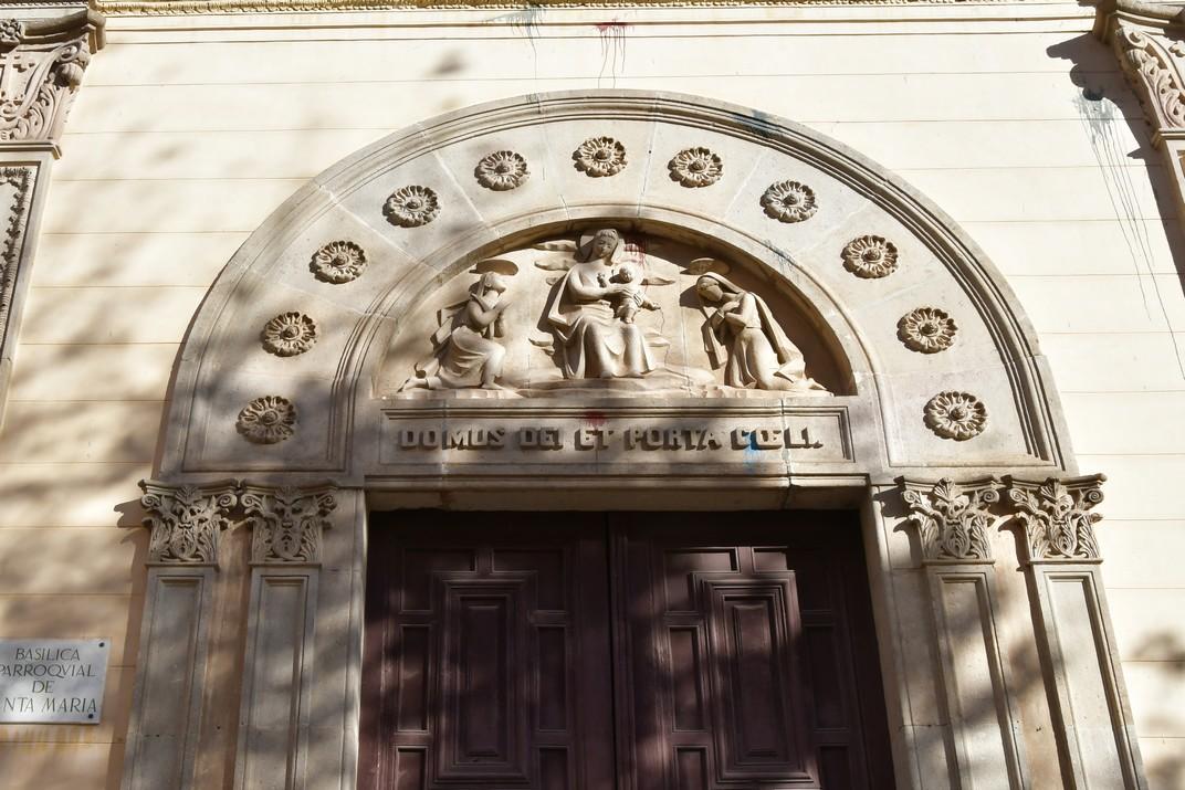 Portal de la basílica de Santa Maria de Mataró