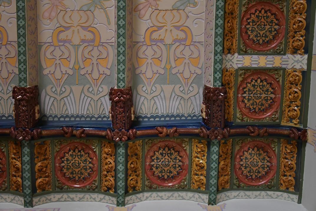 Sostre de ceràmica de la Casa Coll i Regàs de Mataró