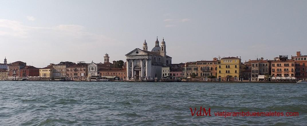 Barri de Dorsoduro des del canal de Giudecca de Venècia