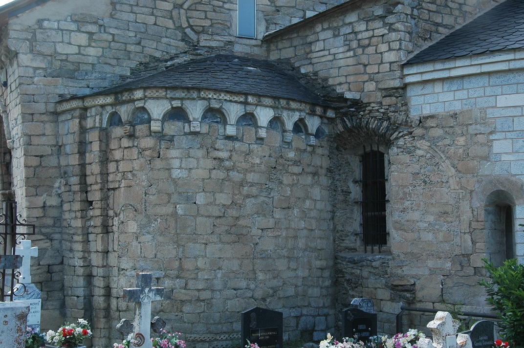 Absis esquerra de la capçalera de l'església de Santa Maria d'Arties