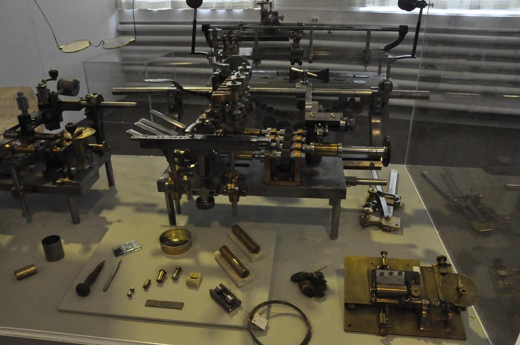 Aparells per construir caixes de música del museu de la Sainte-Croix