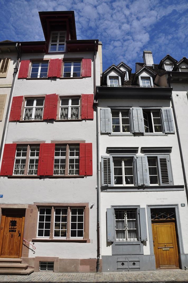 Cases amb porticons del carrer dels Agustins de Basilea