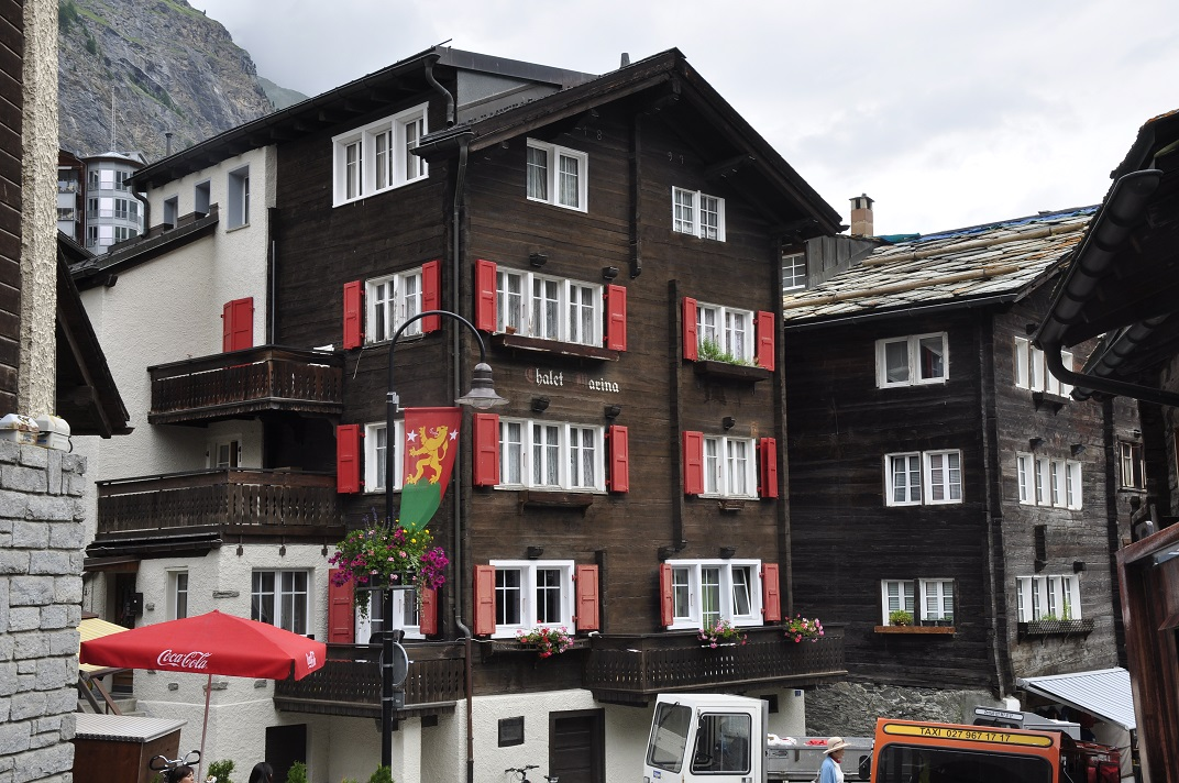 Cases enfosquides de Zermatt