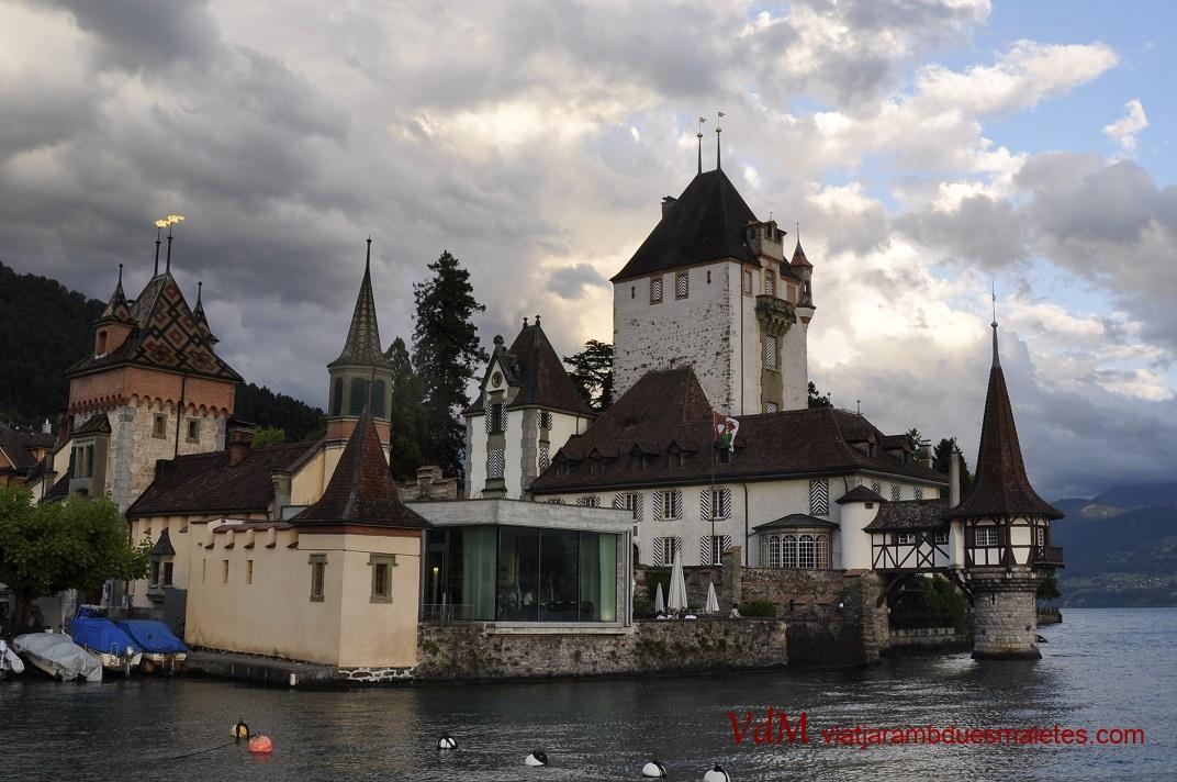 Castell Oberhofen a la riba del llac de Thun
