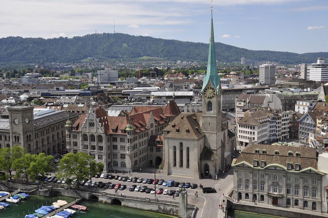 Catedral de la Nostra Senyora des de la Grossmünster de Zuric