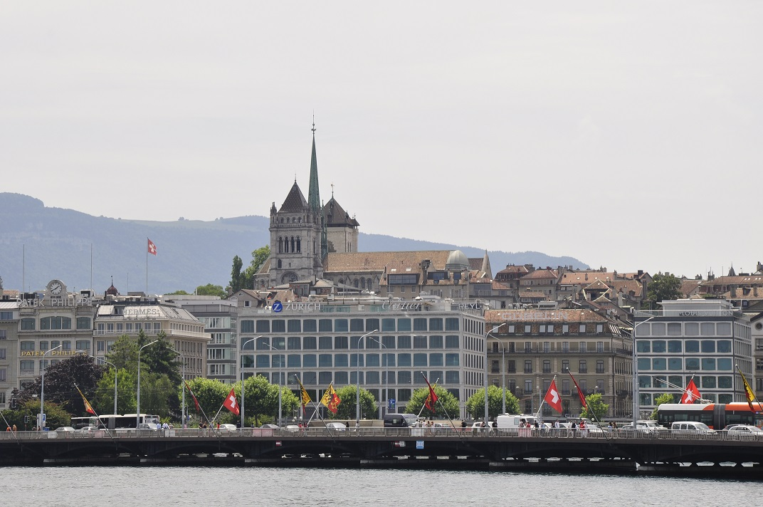 Catedral de Sant Pere des del port de Ginebra