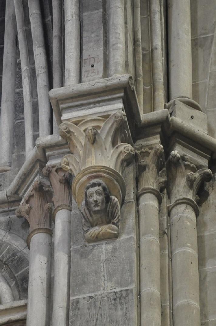 Columna amb escultura de la Catedral de Lausana