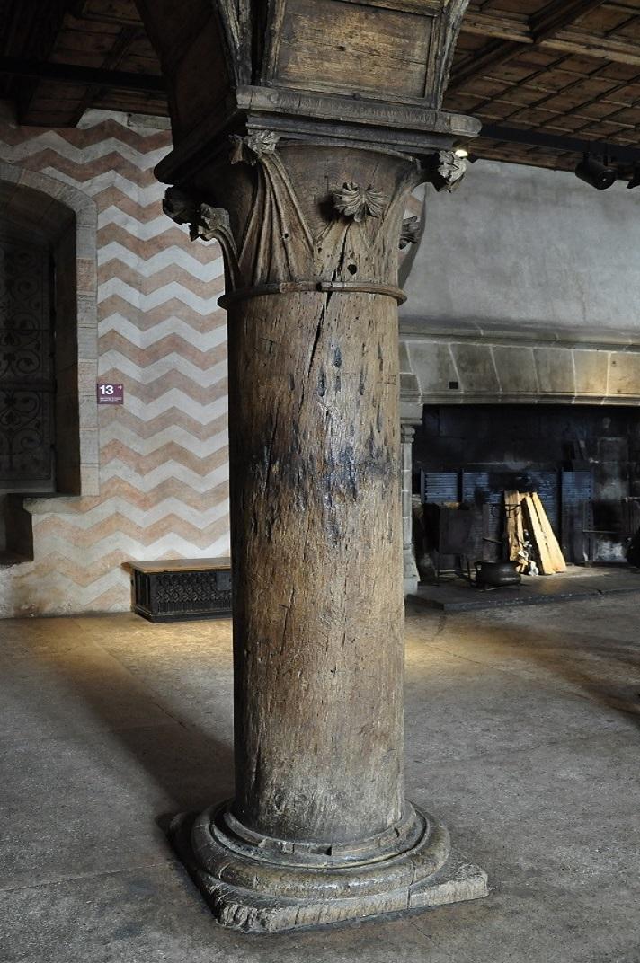 Columnes originals del menjador del governant del castell de Chillon