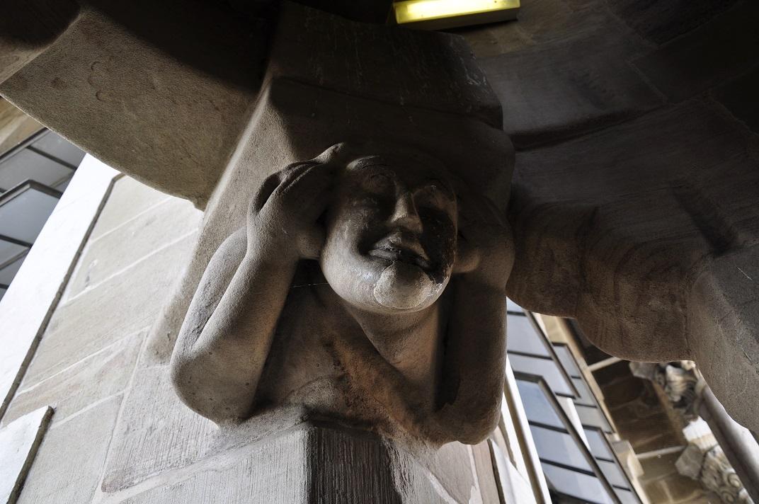 Detall de la torre nord de la Catedral de Ginebra
