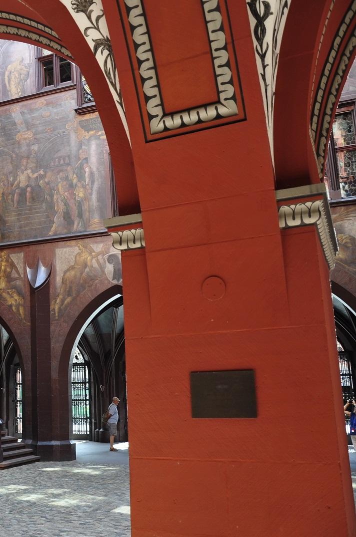 Detall del pati interior de l'Ajuntament de Basilea