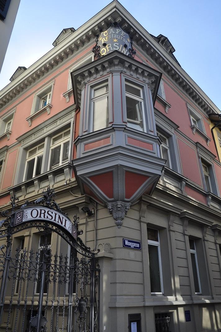 Edificis al voltant de la plaça de la catedral de la Nostra Senyora de Zuric