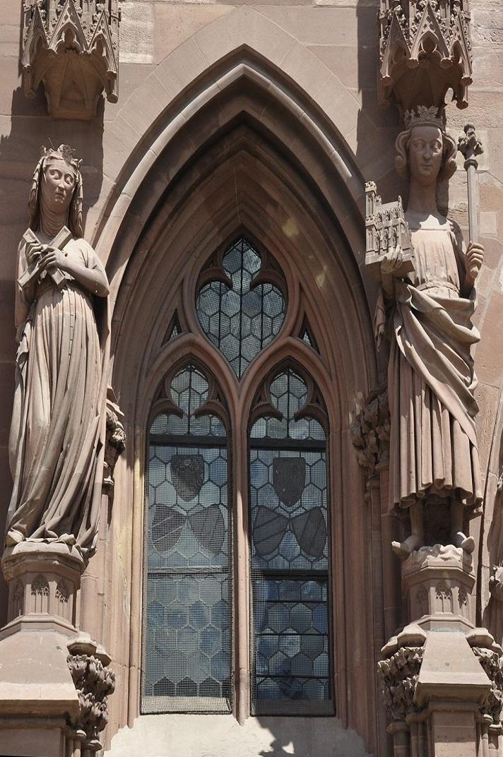 Estàtues de l'emperador Enric II i la seva esposa Cunegunda de la façana de la Catedral de Basilea