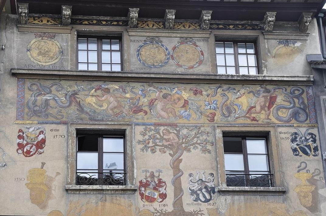 Façana de la casa gremial dels herbolaris de Lucerna