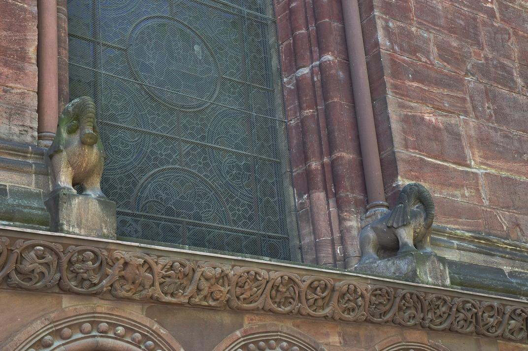 Finestres de l'exterior de la Catedral de Basilea