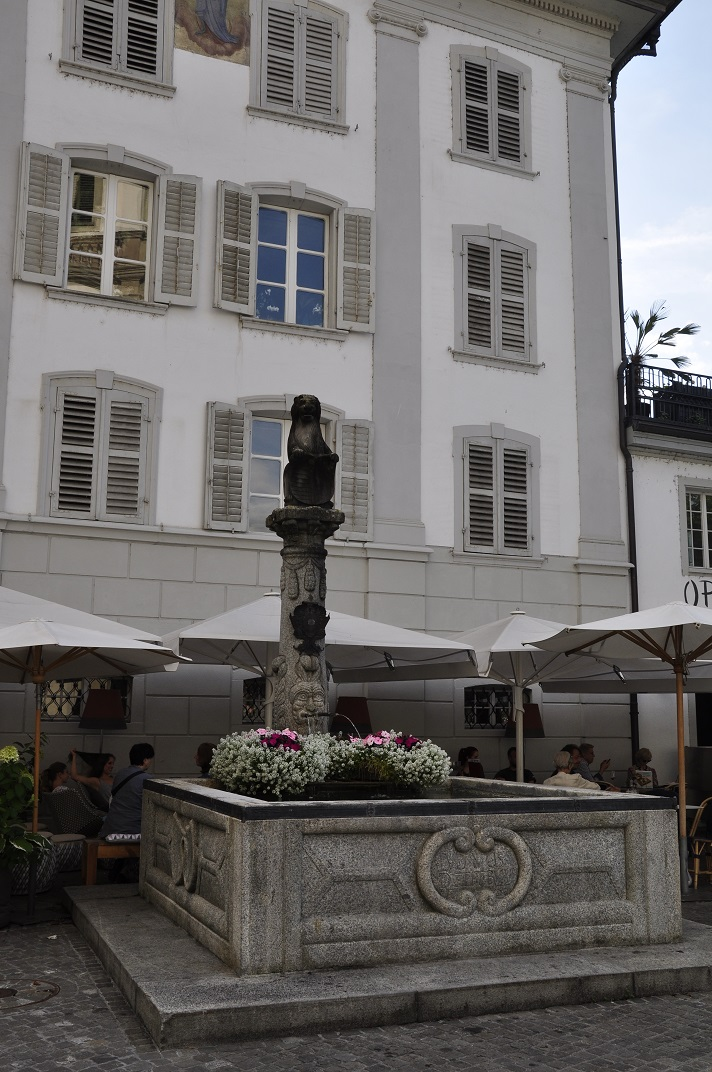 Font de la cruïlla Bahnhofstrasse-Reussteg de Lucerna