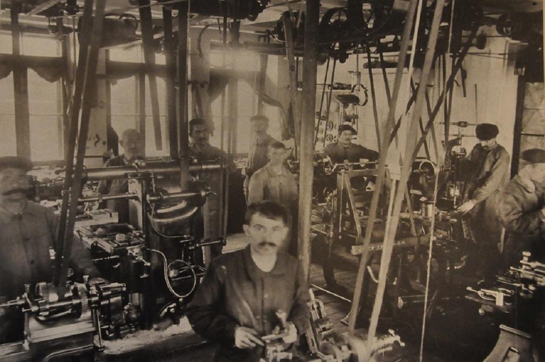 Imatges antigues dels treballadors del museu de la Sainte-Croix