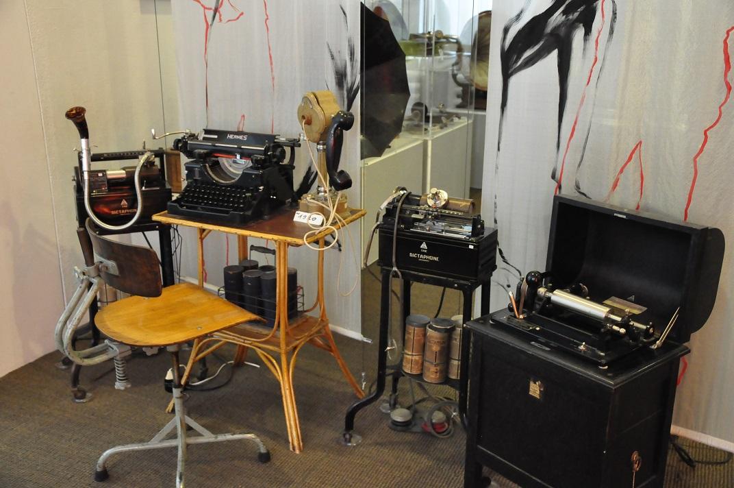 Instruments musicals i màquines d'escriure del museu de la Sainte-Croix
