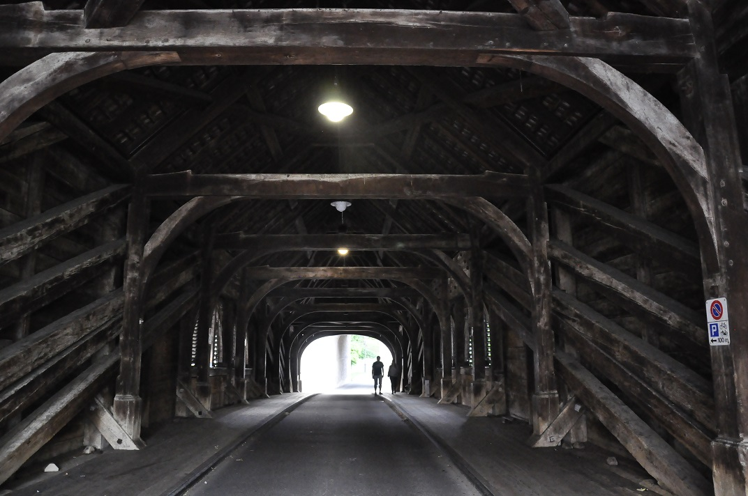 Interior del pont de fusta de Baden