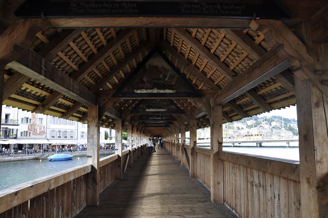 Interior del pont de la Capella de Lucerna