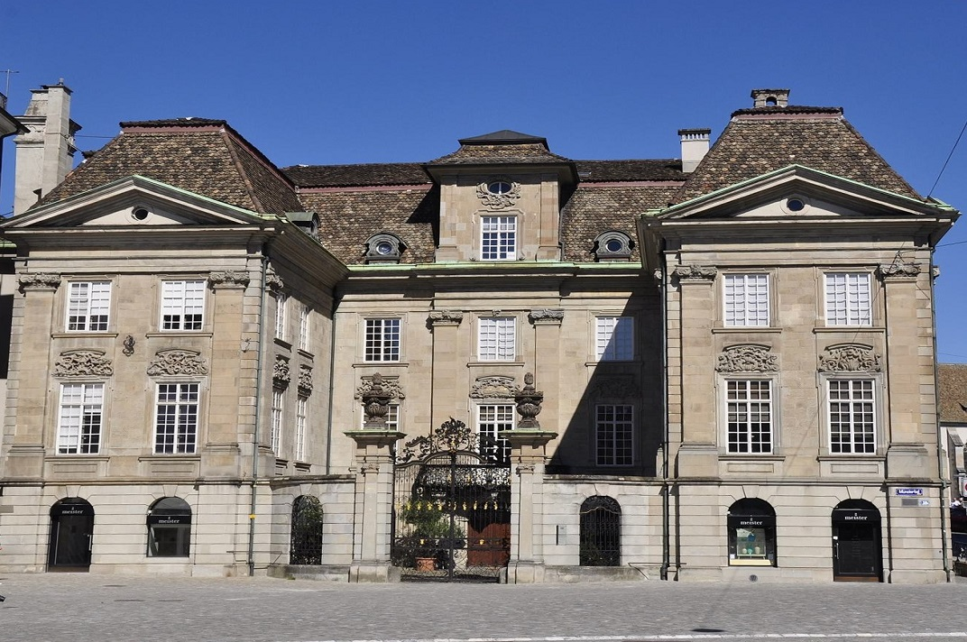 La casa Zunfthaus zur Meisen de la plaça de la Catedral de la Nostra Senyora de Zuric