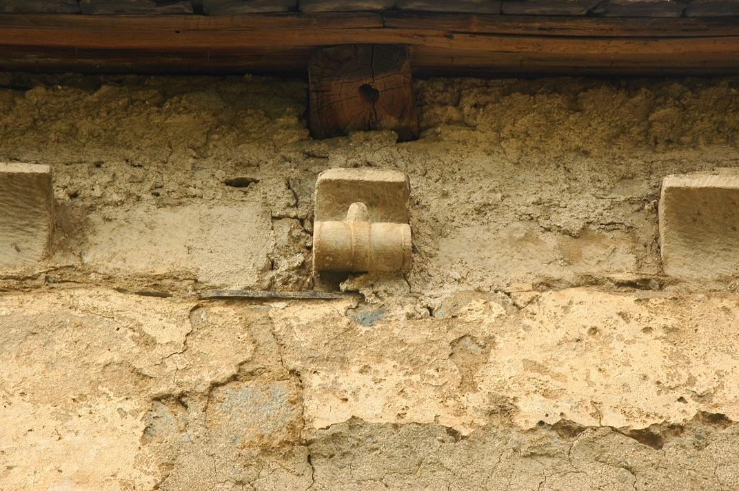 Mènsules del mur de migjorn de l'església de Santa Eulàlia d'Unha