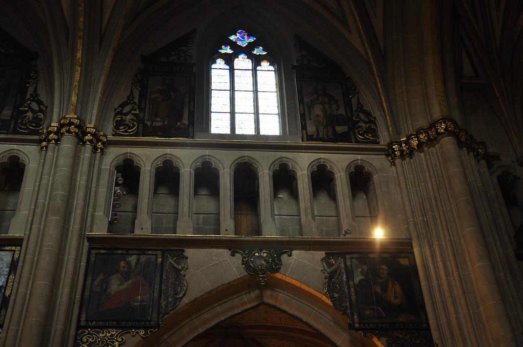 Mur de la nau central de la Catedral de Friburg