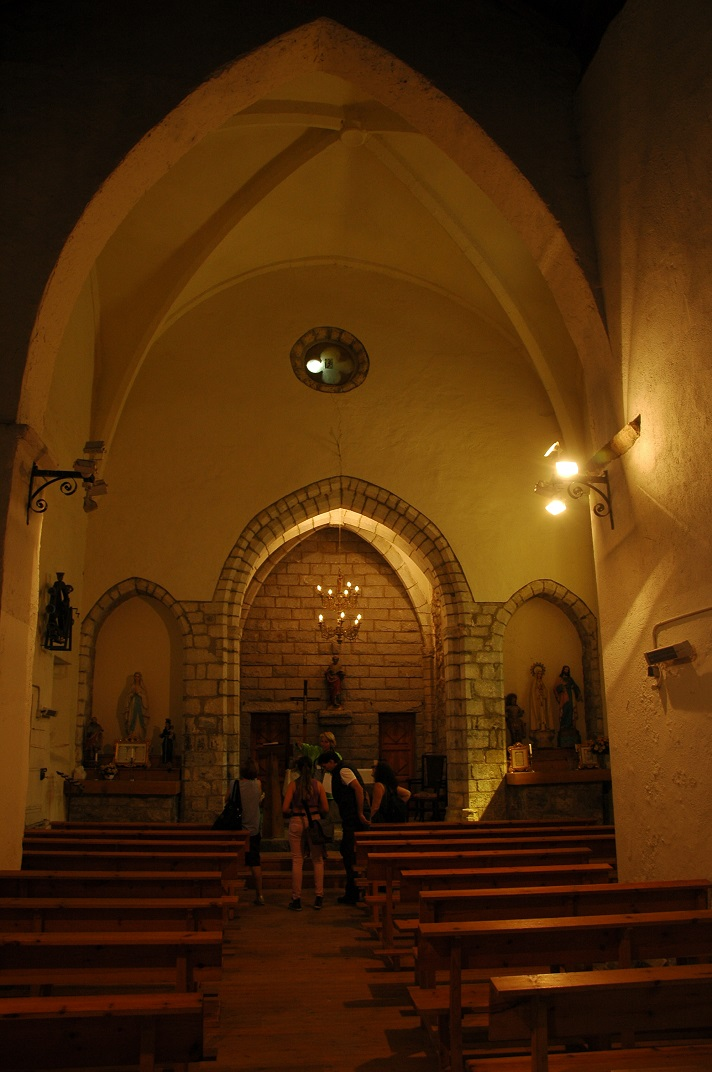 Nau única de l'església de Sant Pere d'Escunhau