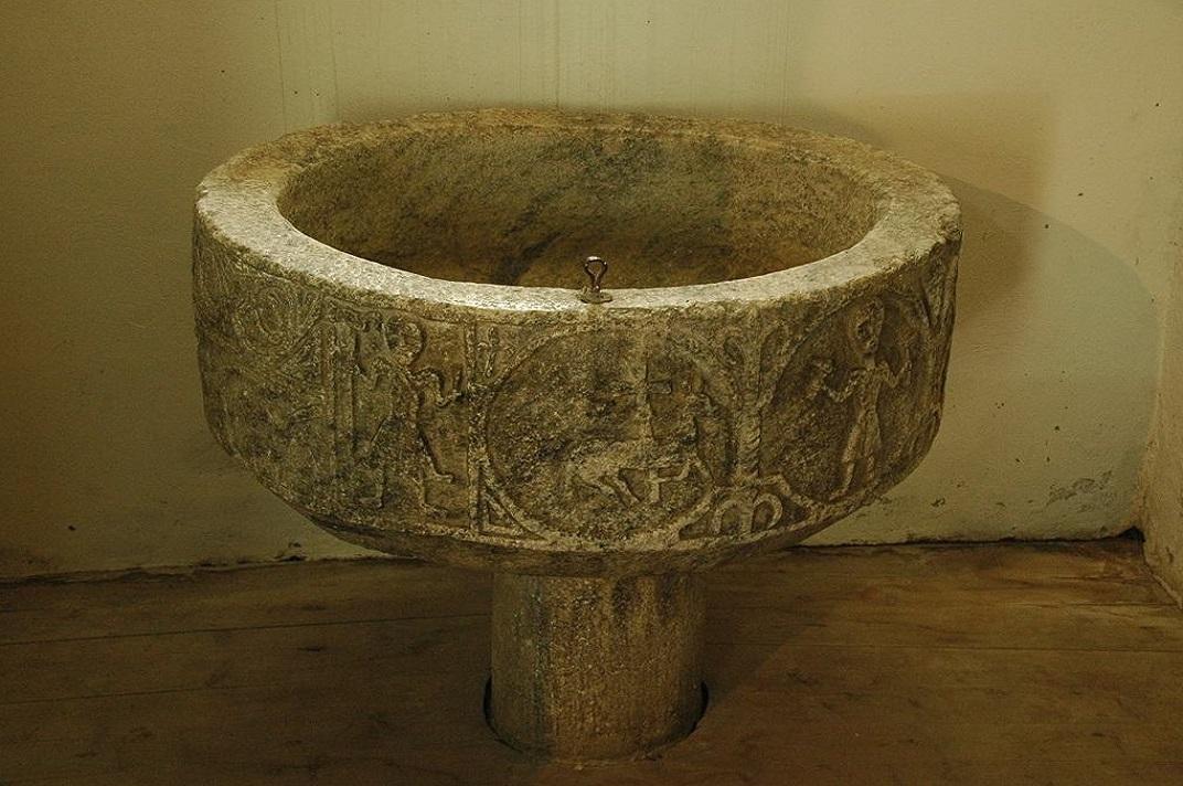 Pica baptismal de l'església de Sant Pere d'Escunhau