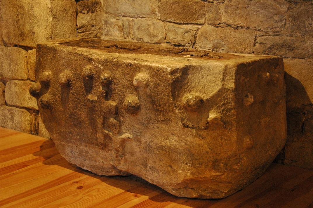 Pica baptismal de l'església de Santa Maria d'Arties